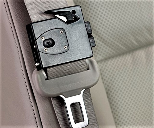 clip on seat belt cutting multi tool 1